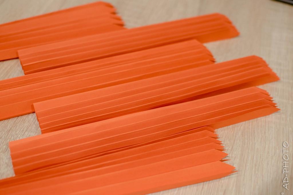 Pliage en accordéon pour réaliser des rosaces en papier - DIY