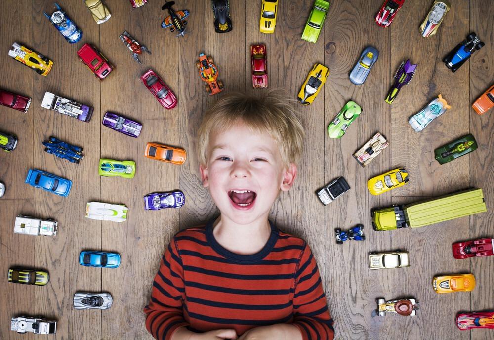 Carte Anniversaire pour Garçon avec des petites voitures !