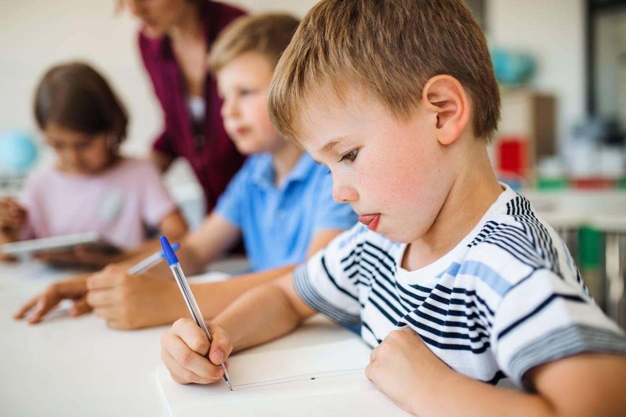 écolier en classe